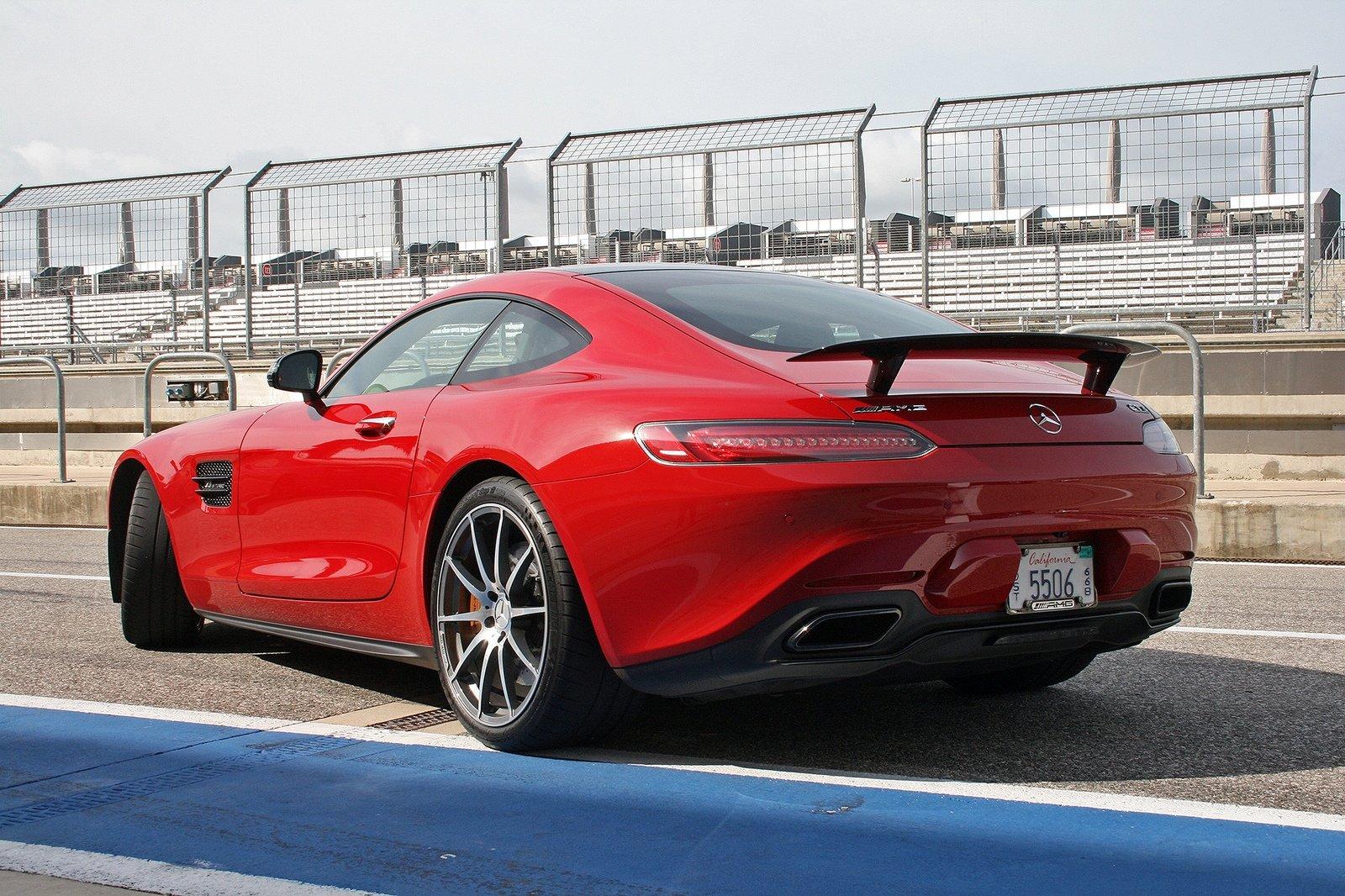التصميم الخلفي للسيارة مرسيدس AMG GT S 2017