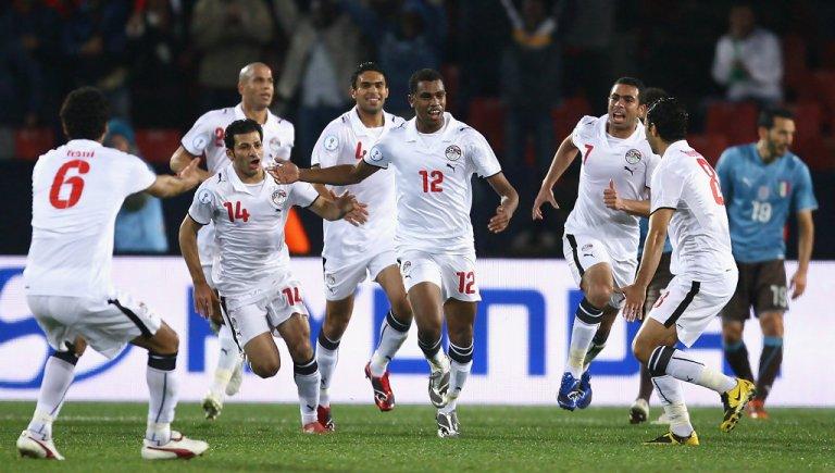 لاعبي المنتخب المصري بعد التسجيل في مرمى منتخب إيطاليا 2009