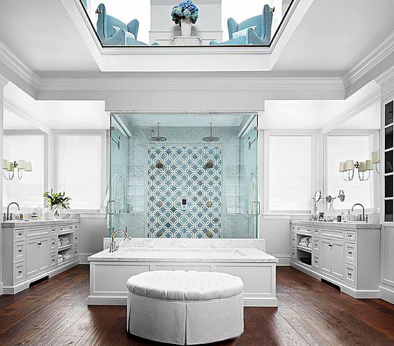 حمام باللون الأبيض
