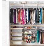 طريقة تنظيم وترتيب خزانة الملابس