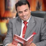 من هو الدكتور عادل عبد العال ؟