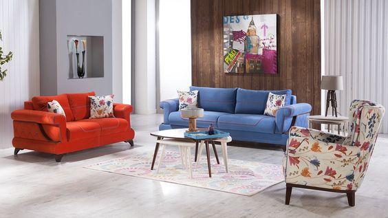 غرفة معيشة بألوان زاهية