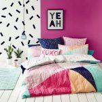 غرف نوم بناتي بألوان زاهية