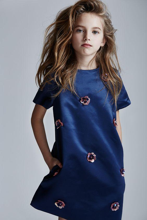 فستان-باللون-الأزرق-