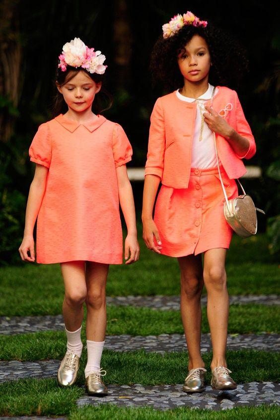 فستان-و-طقم-باللون-ا