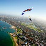 متعة القفز من المظلات في منطقة كيمر التركية