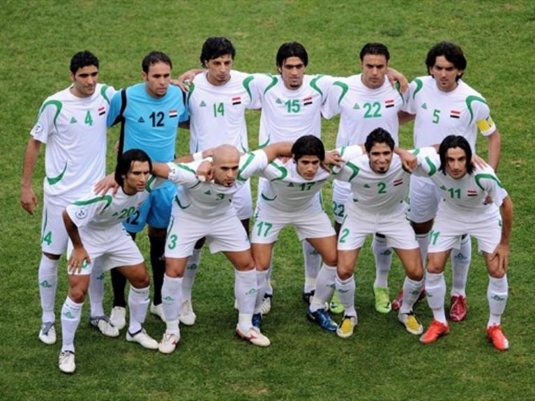 صورة للمنتخب العراقي قبل مباراة منتخب أسبانيا