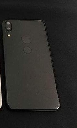 iPhone 8 باللون الاسود الفاخر و المميز