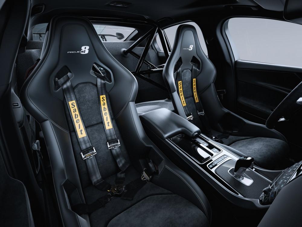 مقاعد السباقات في السيارة جاكوار XE SV Project 8 2018