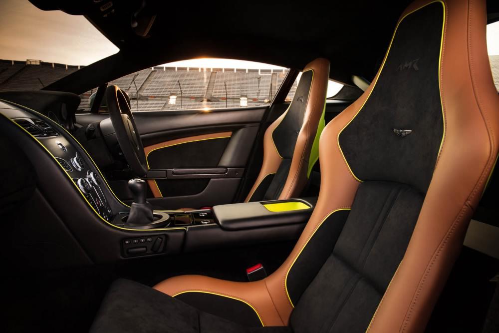 شكل المقاعد الفاخر للسيارة الجديدة استون مارتن فانتاج AMR 2018