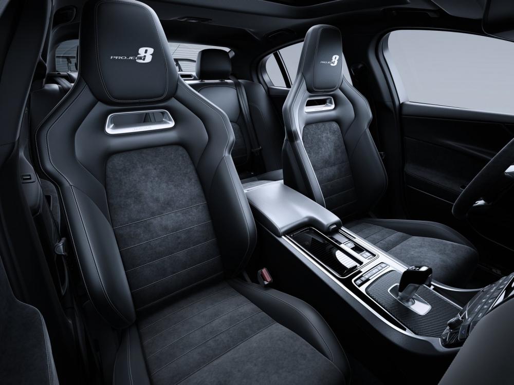 التصميم الداخلي الفاخر للسيارة جاكوار XE SV Project 8 2018