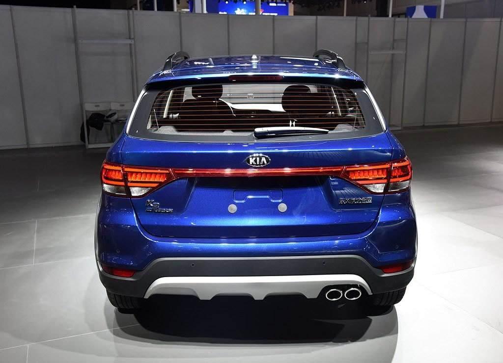 تصميم الاسطبات العريضة و مخارج عادم الوقود الدائرية للسيارة كيا K2 Cross 2018