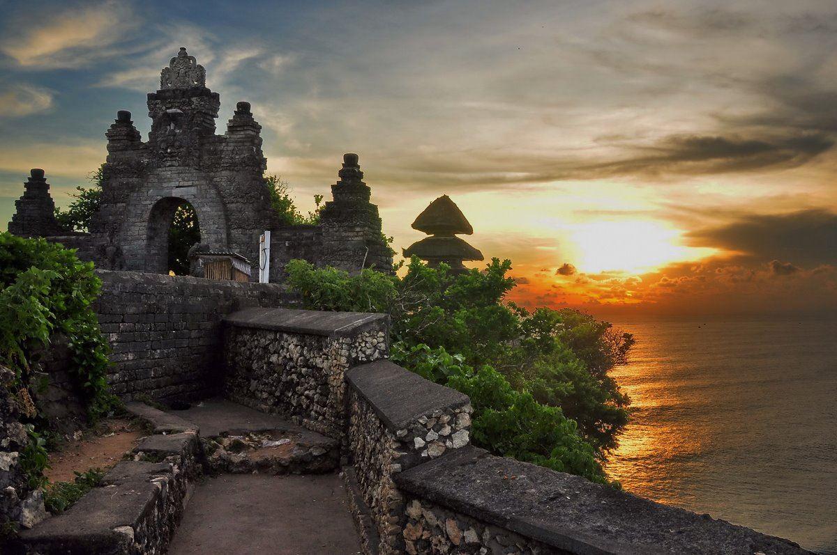 الهندوسية في جزيرة بالي الإندونيسية وهو واحد من ستة معابد