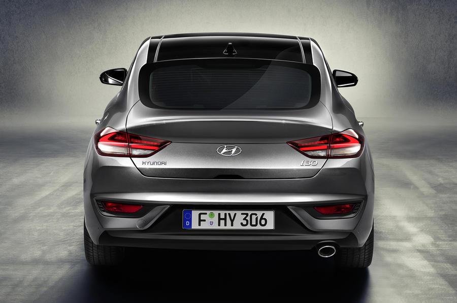 التصميم الخلفي الانسيابي للسيارة هيونداي I30 2018 فاست باك
