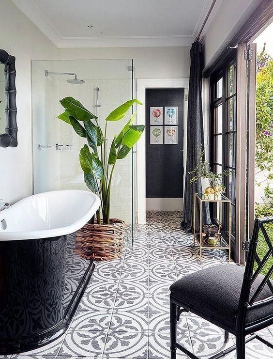 حمام ابيض في أسود