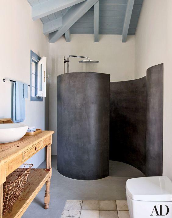 حمام ابيض في رمادي
