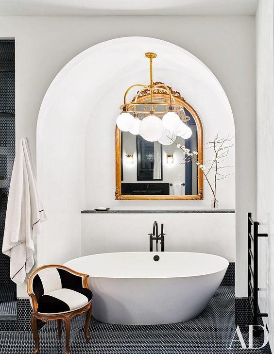 حمام ابيض