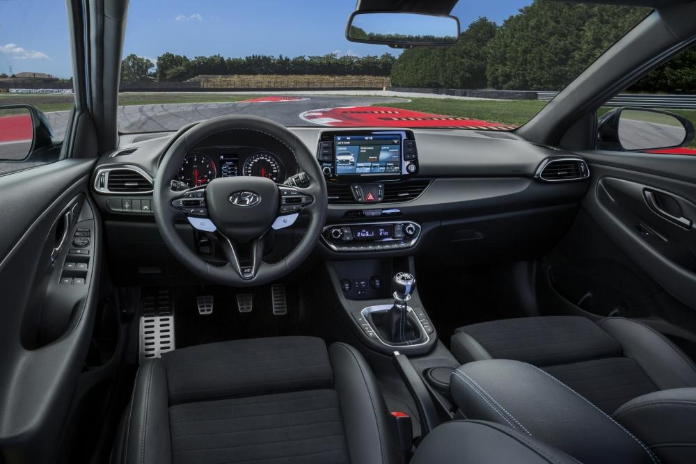 الداخلية الانيقة للسيارة هيونداي I30 N 2018