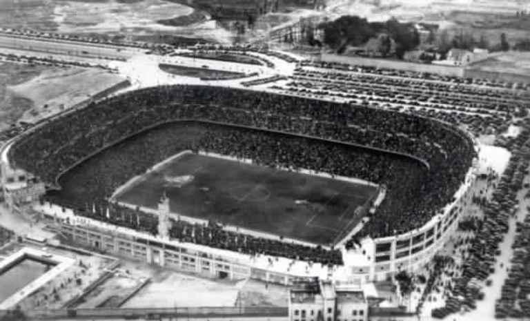 صورة لأحد مبارايات ريال مدريد عام 1947 على ستاد سنتياجو بيرنابيو
