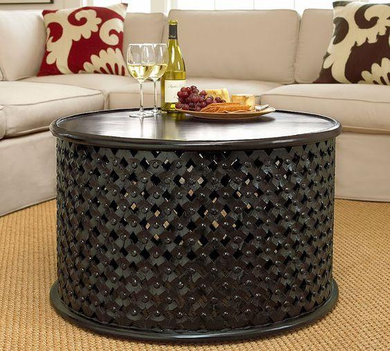 طاولة باللون الأسود