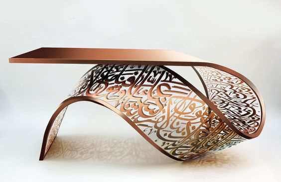 طاولة ذات تصميم مميز