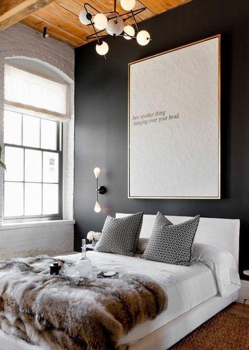 غرفة نوم باللون الأبيض والرمادي