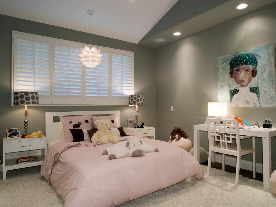 غرفة نوم باللون الرمادي و الوردي | المرسال