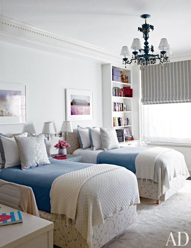 غرفة نوم مشتركة باللون الأبيض