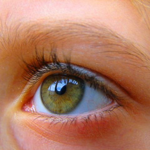 الجانب النفسي من لمعان العين