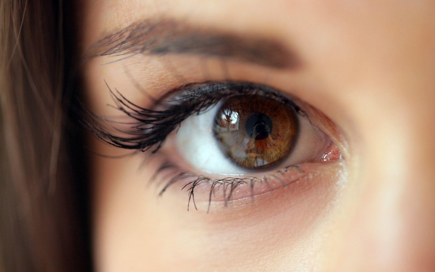 الأسباب النفسية للمعان العين