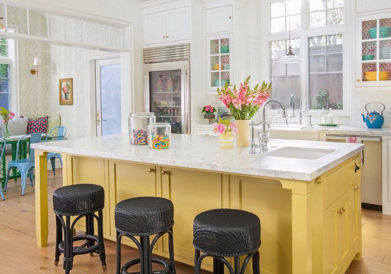 مطبخ باللون الأصفر