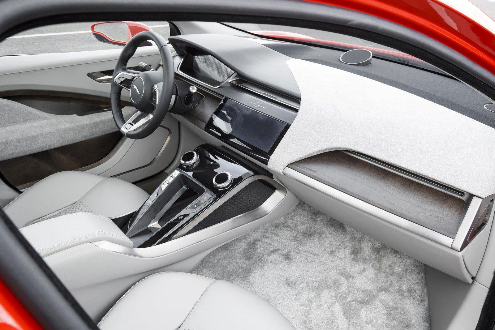 صورة داخلية السيارة جاكوار I-Pace 2019