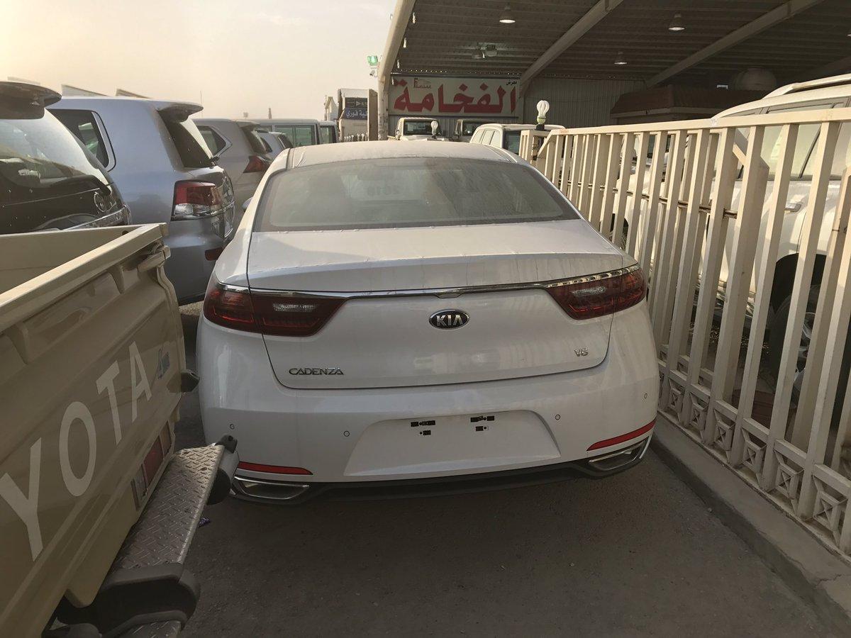 التصميم الخلفي الضخم للسيارة كيا كادينزا 2018 الخليجي