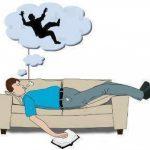 نظريات علمية تفسر ظاهرة السقوط أثناء النوم