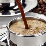 هل تناول القهوة أثناء الرضاعة آمنا