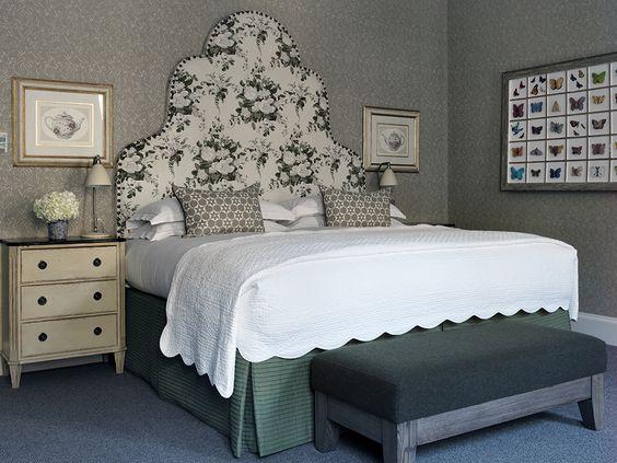 الفنادق غرفة-نوم-باللون-الرم
