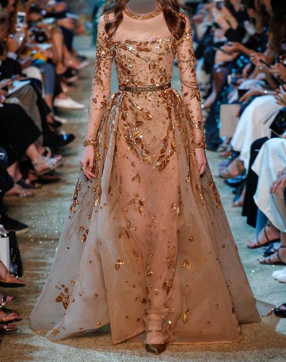 فستان باللون الذهبي