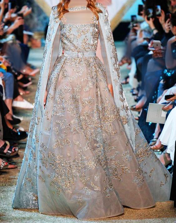 فستان باللون السماوي