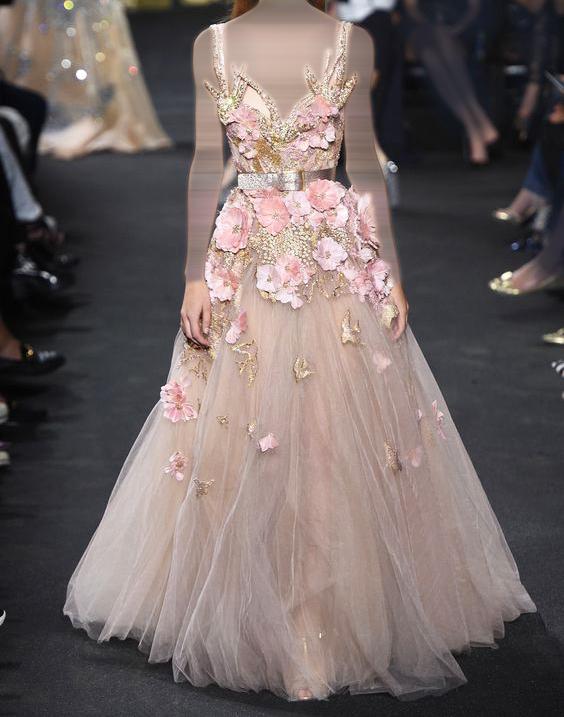فستان مشغول بالزهور