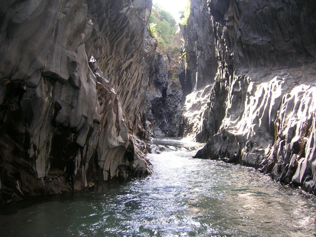يقع منتزه سابو الوطني في مقاطعة سنوات ويتميز بأنه أكثر الأماكن هدوءاً وهو  من أهم المنتزهات الموجودة في دولة ليبيريا، ويضم هذا المنتزه أعداداً كبيرة  جداً من ...