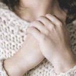 الأسباب التي تجعل حلمات الثدي داكنة