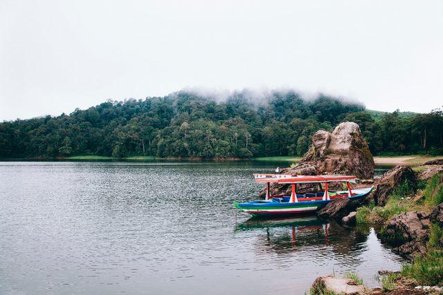 بحيرة باتينجانج في باندونج اندونيسيا