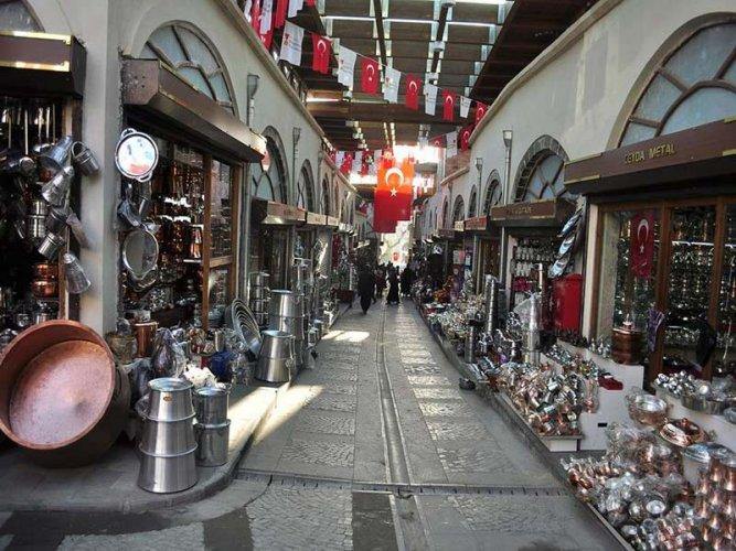 de1c151d8 و يعتبر سوق محمود باشا من أكبر الأسواق الشعبية ، و يقع في منطقة امينونو ، و  يضم السوق آلاف محلات الملابس ، و الأدوات المنزلية و الأجهزة الكهربائية ...