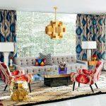 غرف معيشة ملونة من تصميم Jonathan Adler