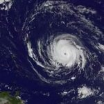 إعصار أوفيليا يضرب بريطانيا وأيرلاندا الشمالية وإسكتلاندا