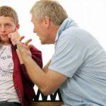 الطريقة الصحيحة في التعامل مع المراهق العنيد