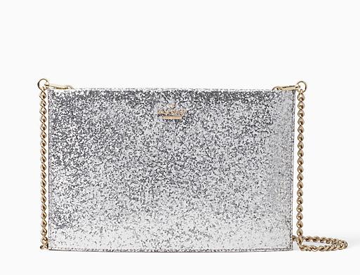 حقيبة باللون الفضي