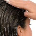 طريقة لفرد الشعر المجعد في البيت