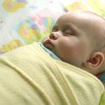 هل هناك اضرار من لف الطفل حديث الولادة ؟