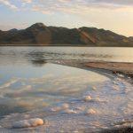 الشواطئ البيضاء في البحيرة المالحة - 553489